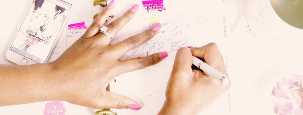 Mani prendono appunti sull'agenda